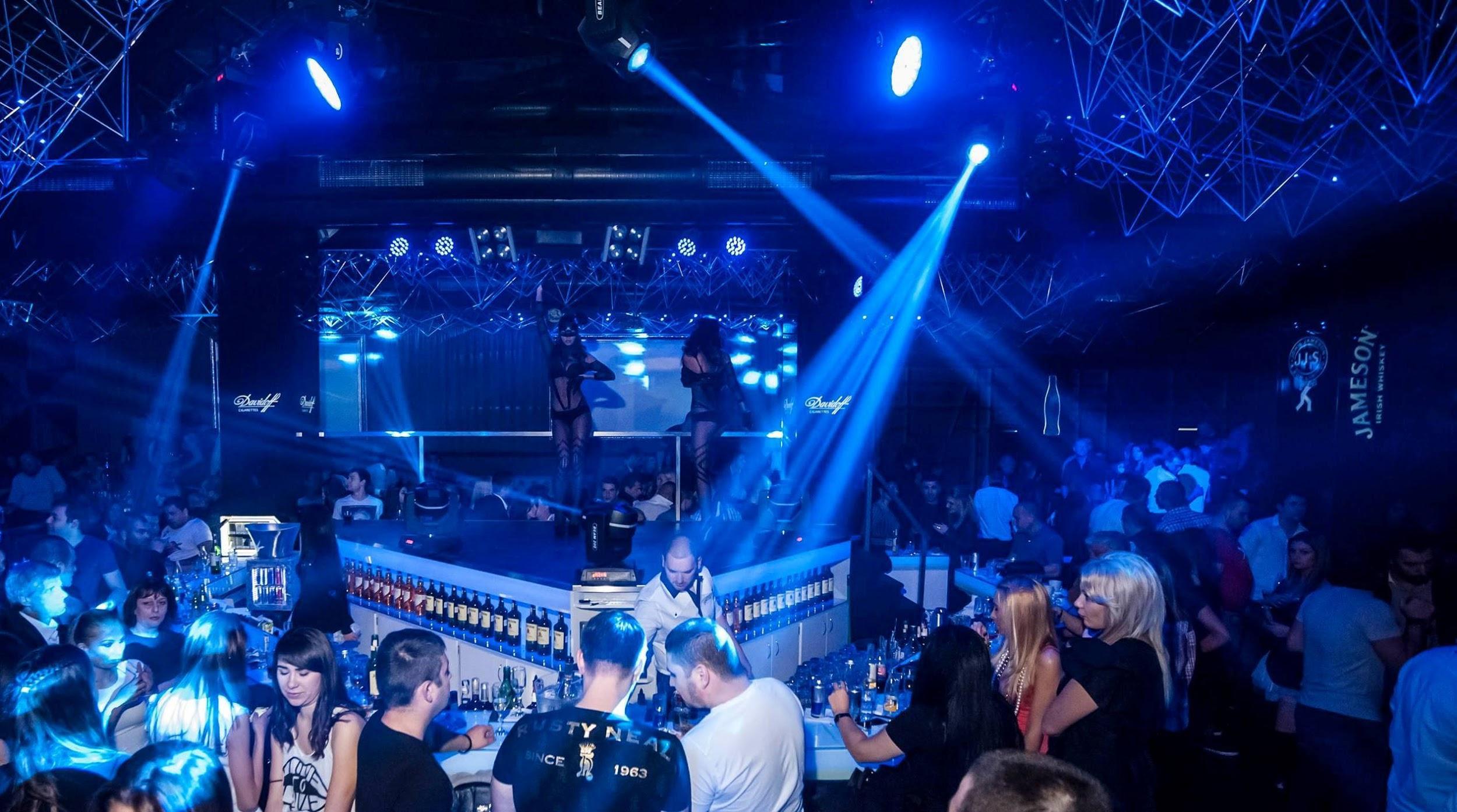 people enjoying their sofia nightlife in a chalga club 33